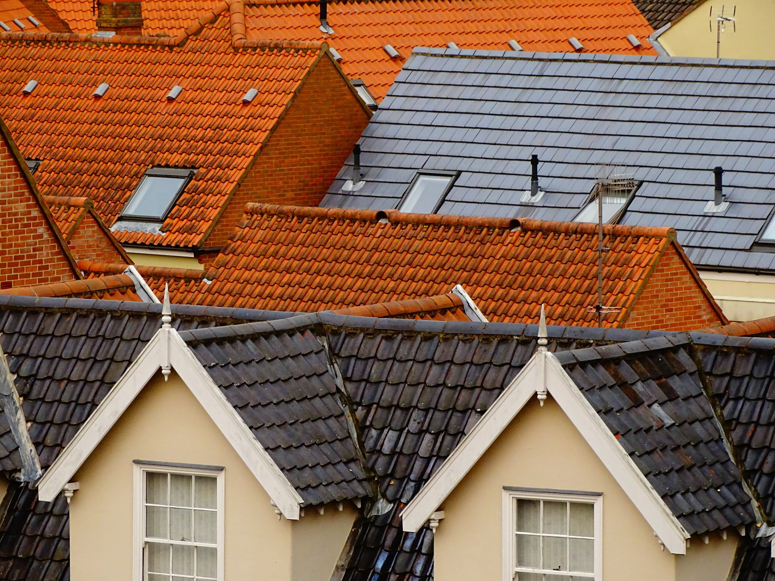 How to Pick the Right Roofing Company for Your Home