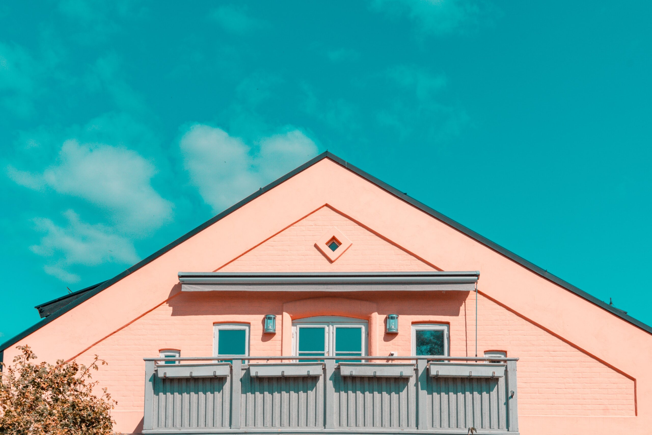 Siding Repairs vs Replacements: 3 Factors to Consider